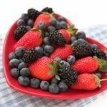 Blueberries & Strawberries Reduce Women's Heart Attack Risk